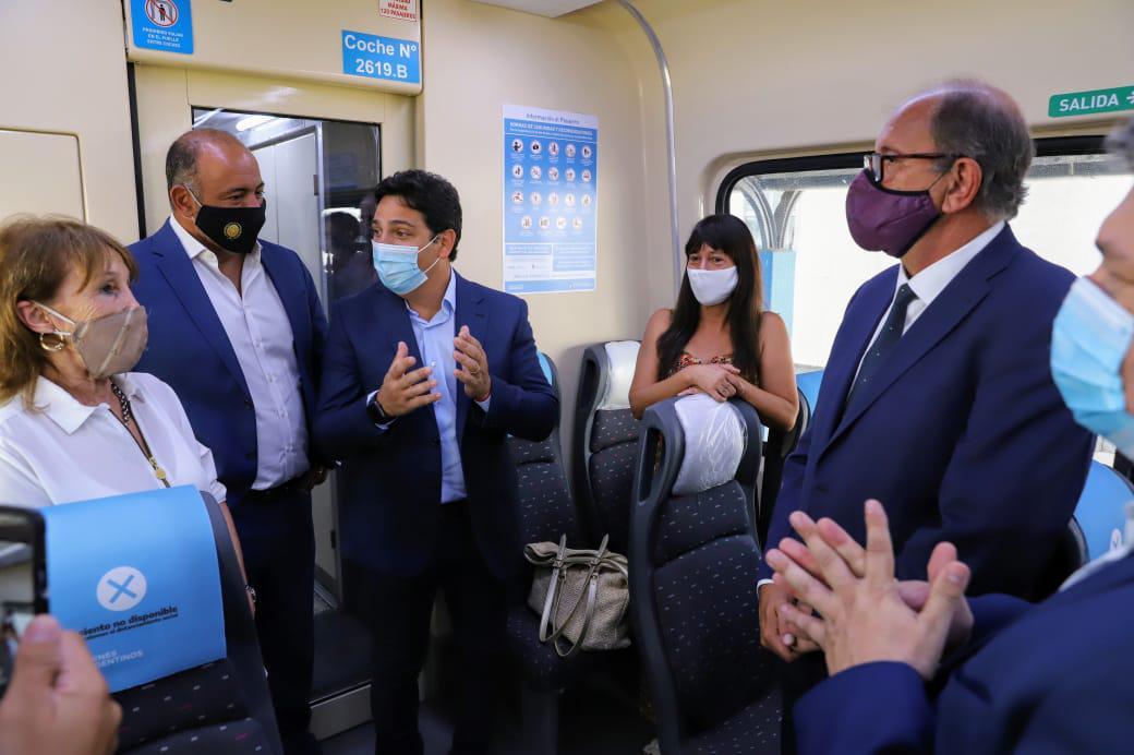 Martinucci habla con los ministro Dib Ashur y Sergio Camacho
