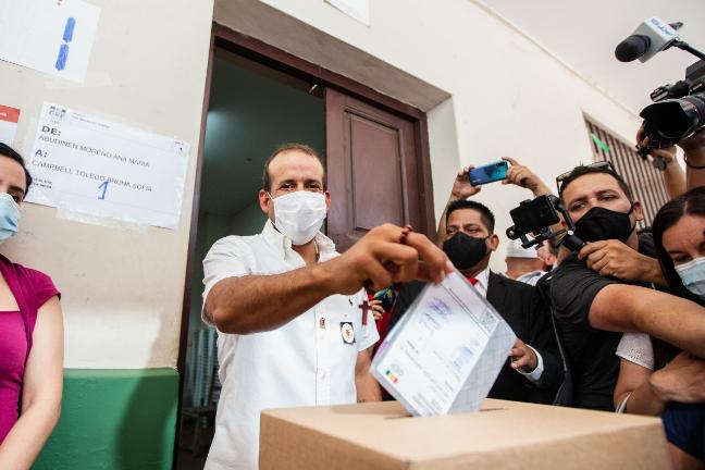 BOLIVIA Luis Fernando Camacho votando y sigue metiendo a Dios en sus asuntos