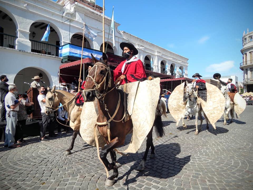 Gauchos de Guemes en el desfile (1)