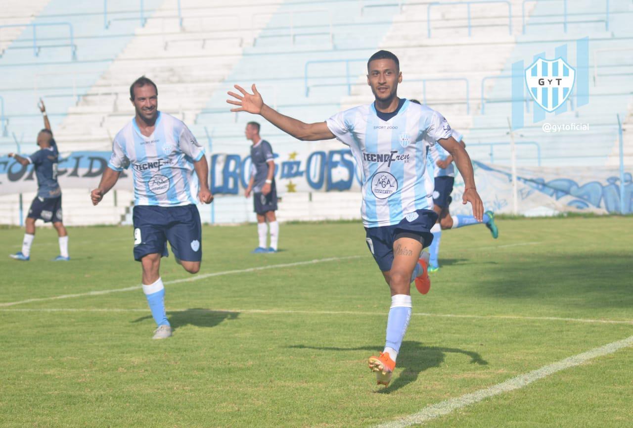 Gimnasia y Tiro Lautaro Ceratto festeja su gol ante Juventud