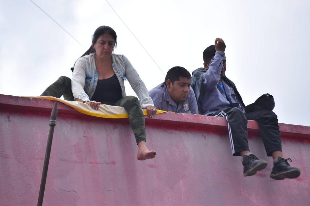 Analía Tévez en los techos de la Cooperadora (2)