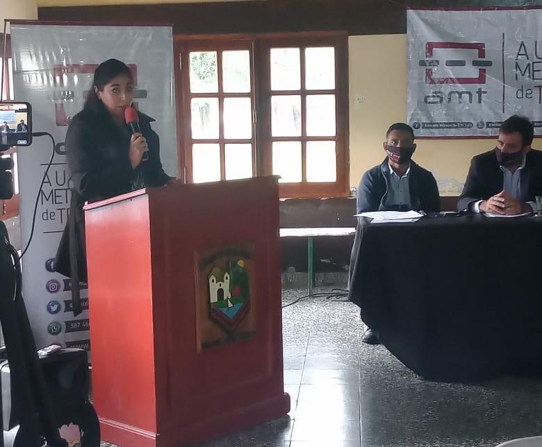 Emilia Calmejane - titular del área municipal a la hora de exponer en la audiencia