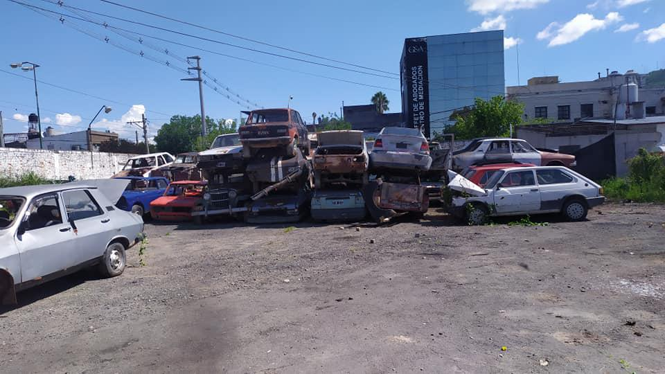 Autómoviles abandonados en la vía pública 002