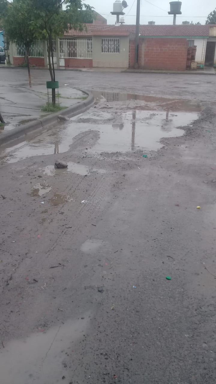 BARRIO LIMACHE calles inundadas por pérdida de agua