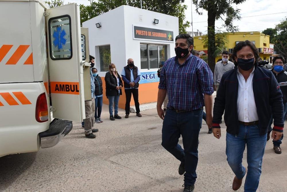 El gobernador Sáenz recorrió el hospital de Tartagal y entregó una nueva ambulancia